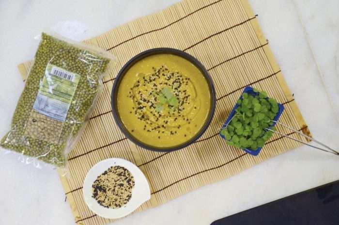 Crema de mungo-soja verde y hortalizas