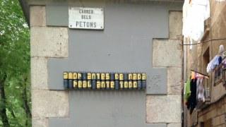 latas en las paredes de Barcelona