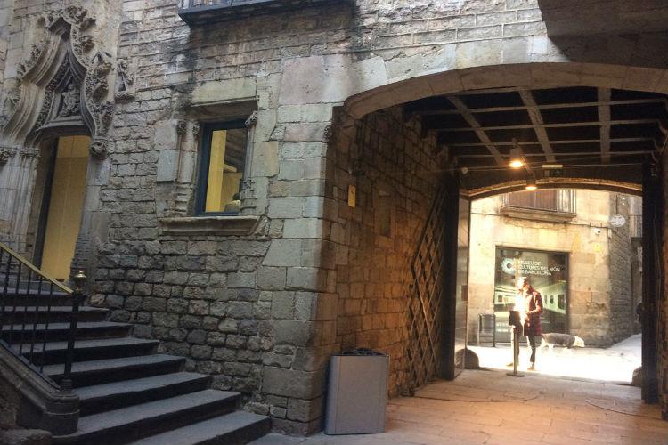 Picasso Museum binnenplaats, middeleeuws paleis