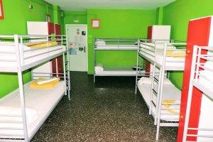 hostel camp nou yellow nest