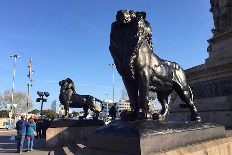 Leeuwen Barcelona beeld Columbus
