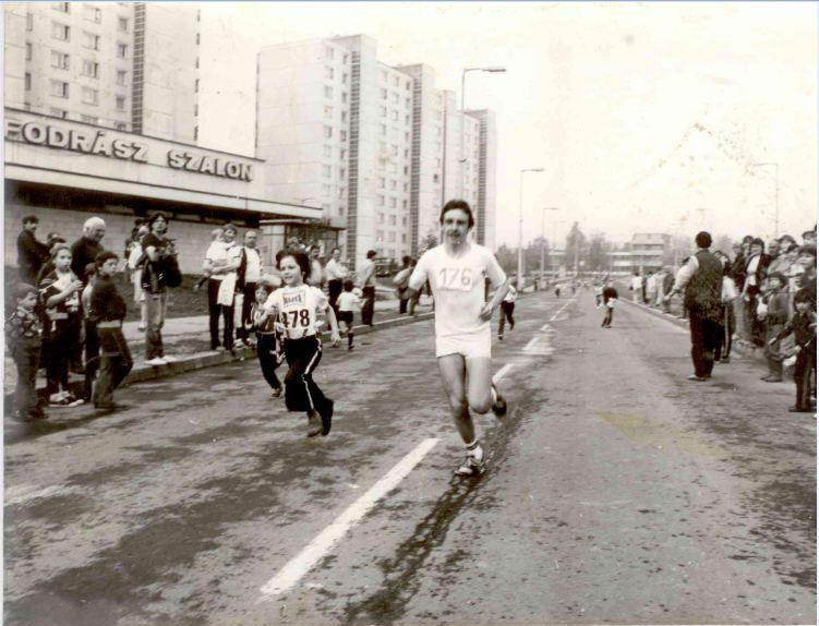 Kétsávos futóverseny - ilyen is csak Barcikán volt!