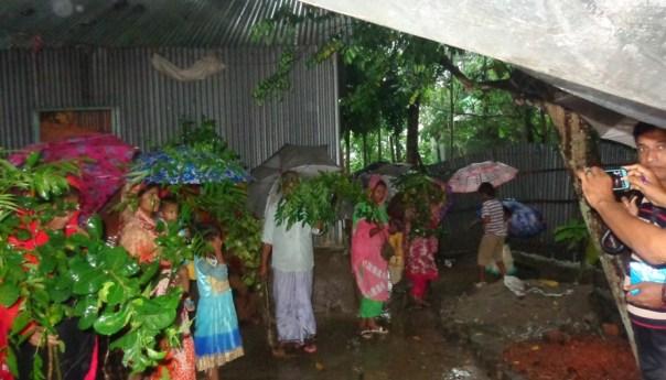 কারিগরি প্রশিক্ষণার্থীদের মাঝে বৃক্ষ বিতরণ