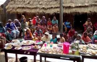 কৃষাণীদের উদ্যোগে গ্রামে অনুষ্ঠিত হল বাহারী গ্রামীণ পিঠার উৎসব