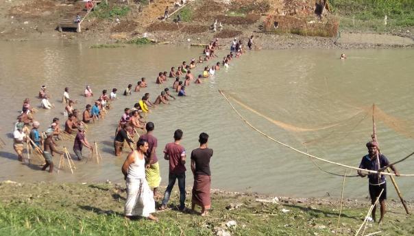 বড়াল নদীতে সৌখিন মৎস্য শিকারীদের বাউত উৎসব