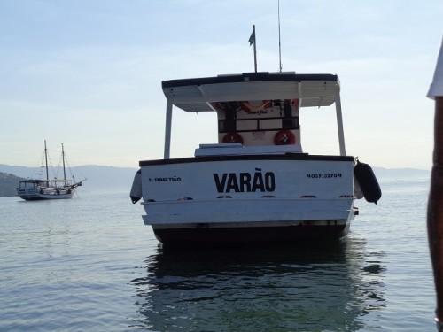 barco-varao-pesca-em-ilhabela
