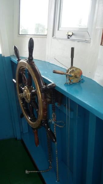 passeio-de-barco-em-ilhabela-338x600