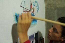 Marialaura dipingendo sul muro di Harold