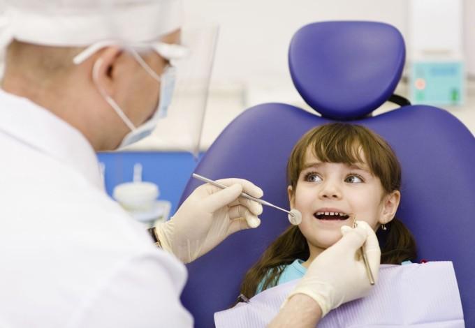 criança-visita-dentista