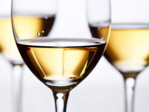 vinho-branco-e-saúde-bucal