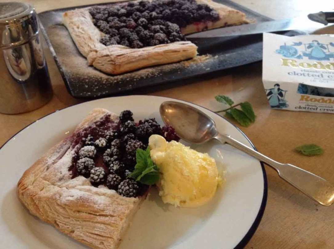 blackberry tart with rodeos clotted cream made at barefoot glamping Cornwall