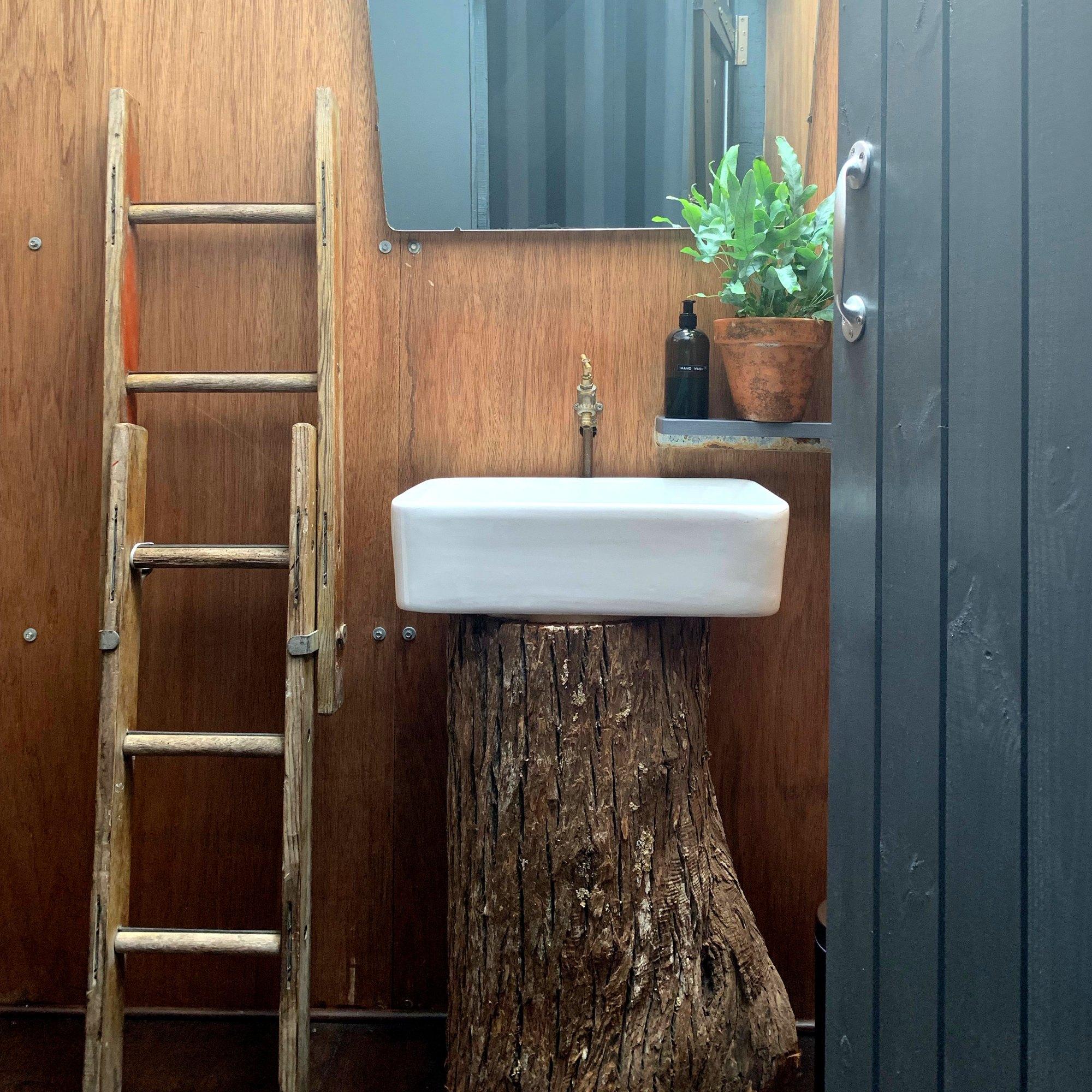the ensuite bathroom in rusty surf cabin