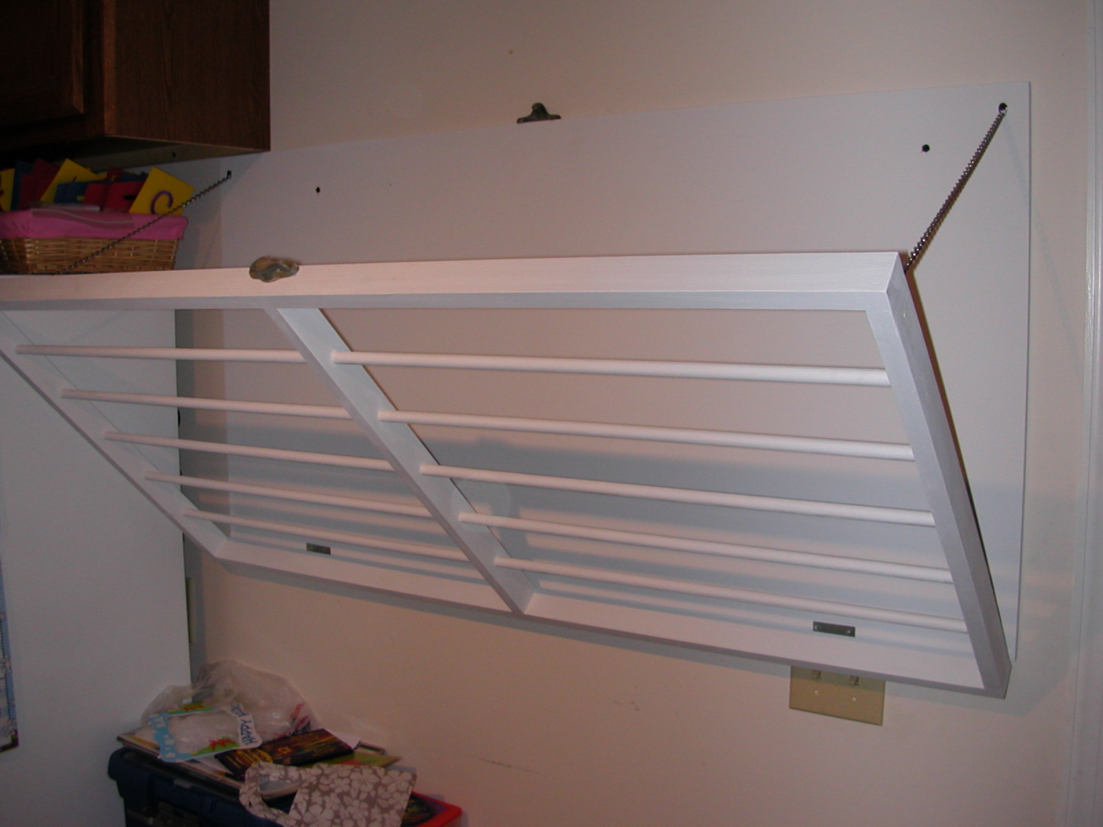 wall mounted collapsible clothes rack