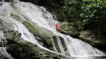 bocawina-zip-line-waterfall-rappelling
