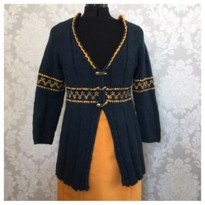 Fin blå strikkejakke