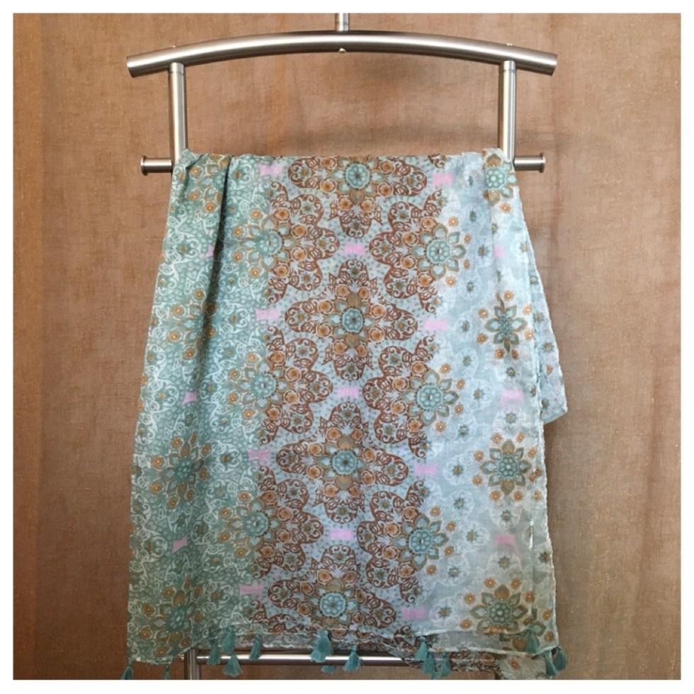 Lys grønt skjerf med dusker