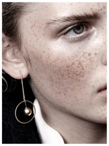 TABITHA CIRCLE DOT HANGER EARRING