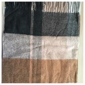 Skjerf, svart, brun og grå