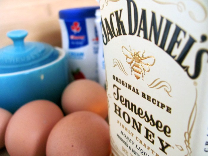 Alcoholic honey liqueur ice cream