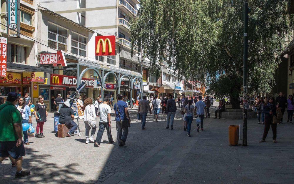 Preços em Bariloche: Coca-cola, Big Mac, café, água, táxi e ônibus