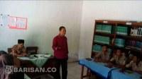 Sekolah mengajarkan doa