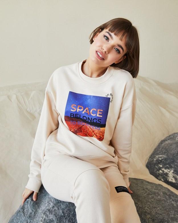 Свитшот женский «Космос» бежевый