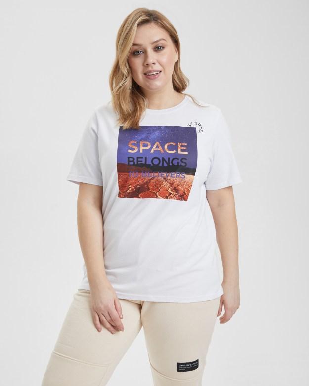 Футболка женская «Космос. Plus Size» белая