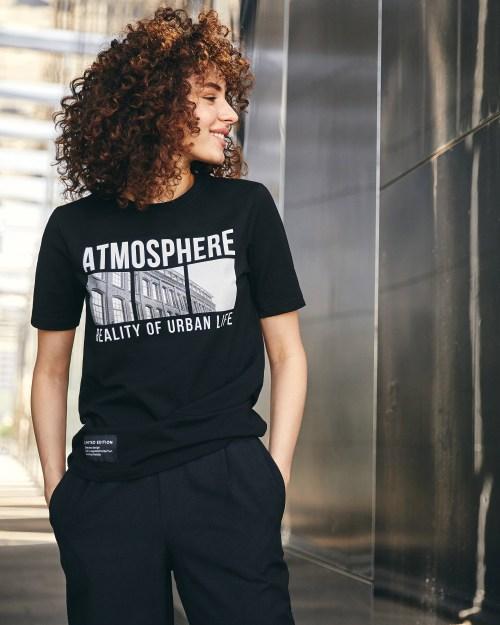 Футболка женская «Atmosphere» черная