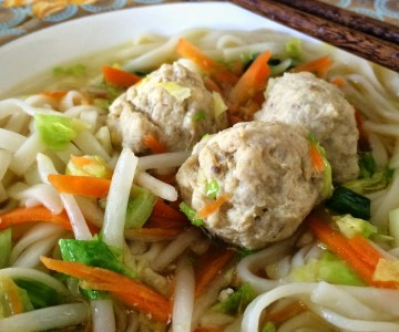 Oppskrift :: Tangled chickenballs (aka. nuddelsuppe med kyllingkjøttboller)