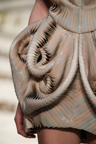 IRIS VAN HERPEN HAUTE COUTURE FALL/WINTER 2016