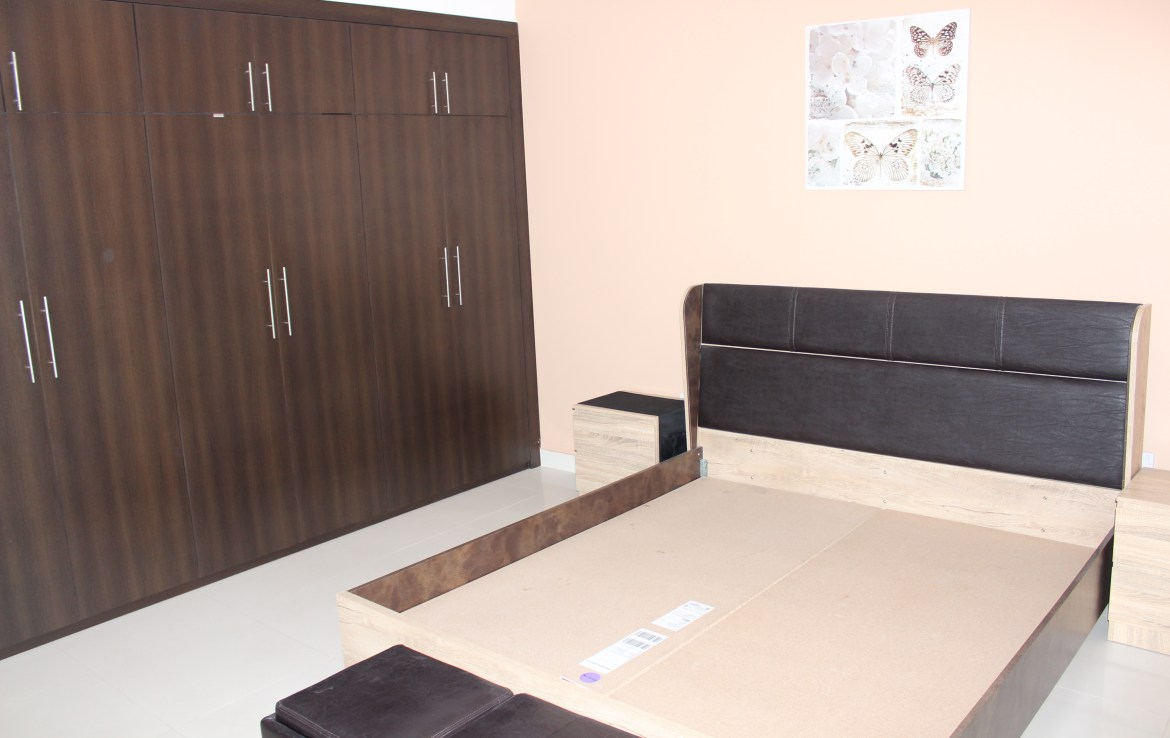 Bright Two Bedroom Vibrant Apartment 6