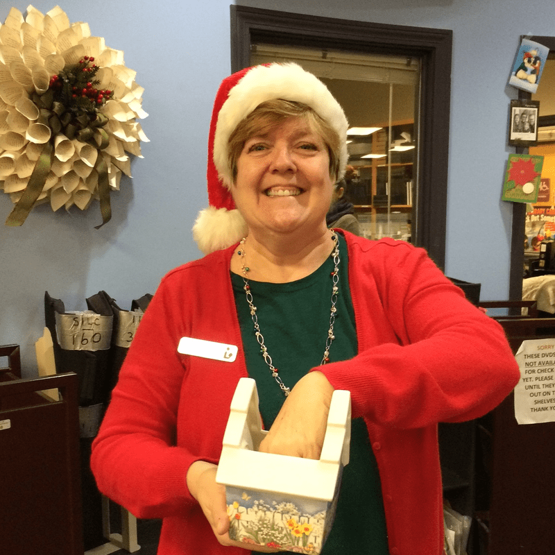 Barrington librarian pulling winning name from December donors