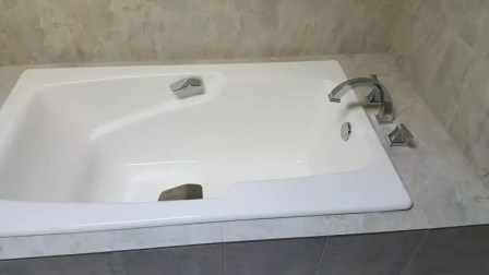 Custom Bathtub Chrome Fixtures