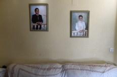 Las fotografías de Francisco Gea Vida, a la izquierda, y su hermano, Alejandro Gea Vida, decoran la pared de la casa.