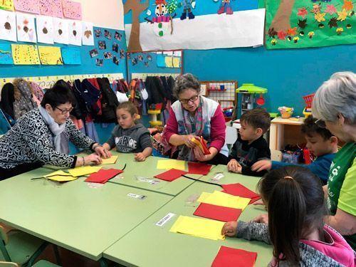Alumnos del Fernando el Católico y mujeres del Comunitario preparan San Jorge