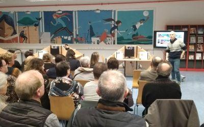 Acto de inauguración del Mural de la Frase de Amor al Barrio en la Biblioteca
