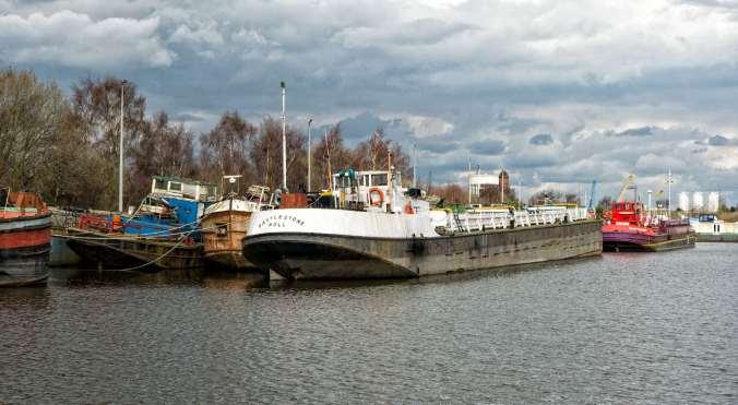 NB Areandare Goole gravel barges