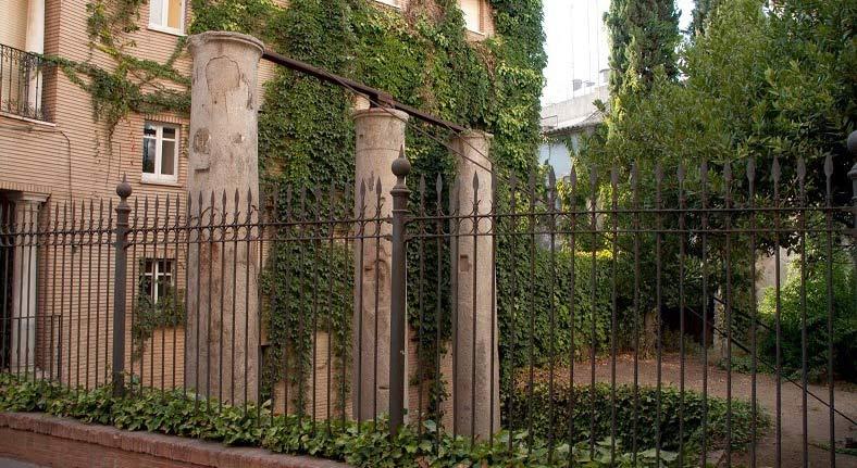 curiosities in seville columns