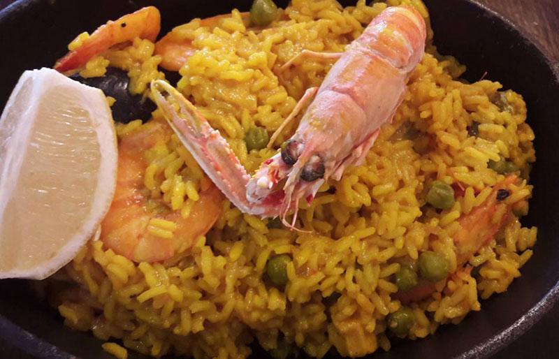 tapas típicas españolas paella marisco