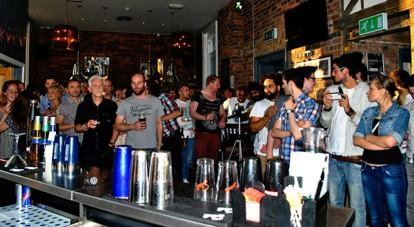 How to get Served Fast in Bars (or, 10 Ways to Not  Piss off Your Bartender).