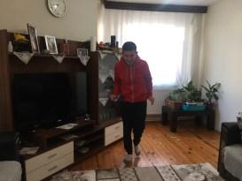 Yürüme zorluğu çeken engelli çocuğu için destek bekliyor