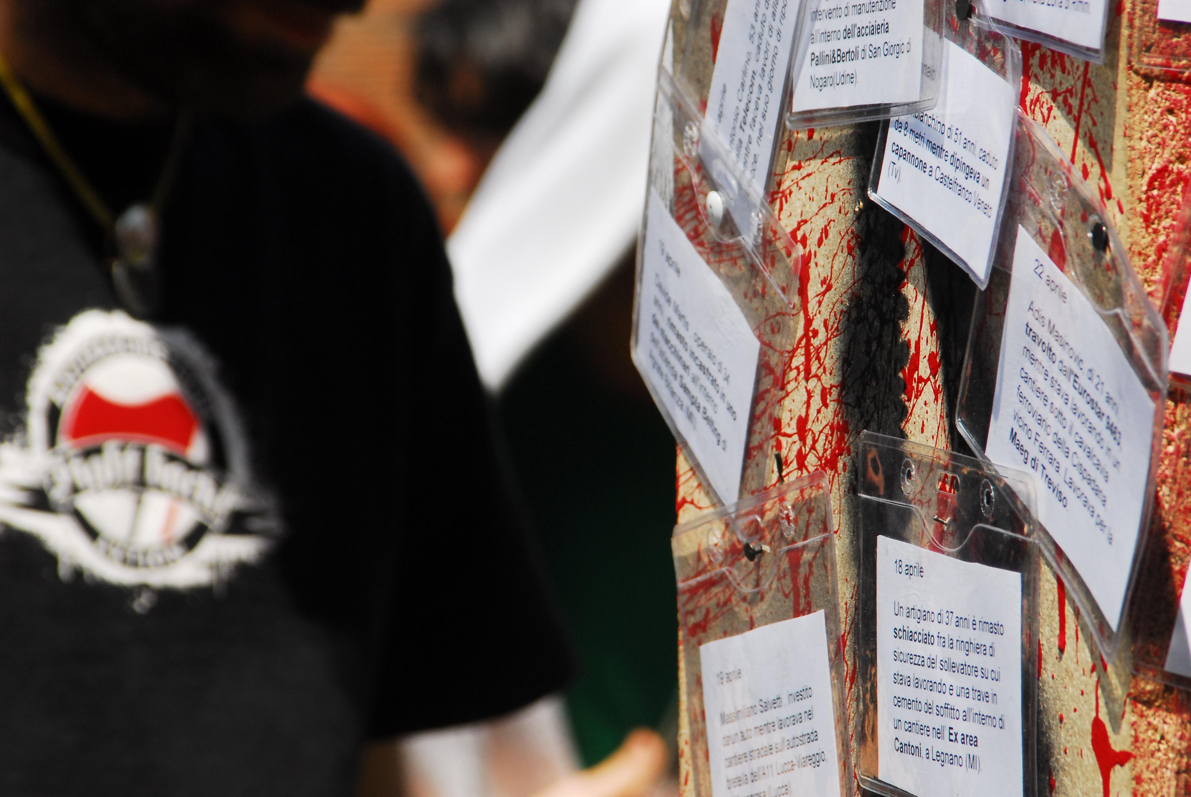Foto di Valentina Perniciaro _Totem de comitato nomortilavoro.org_