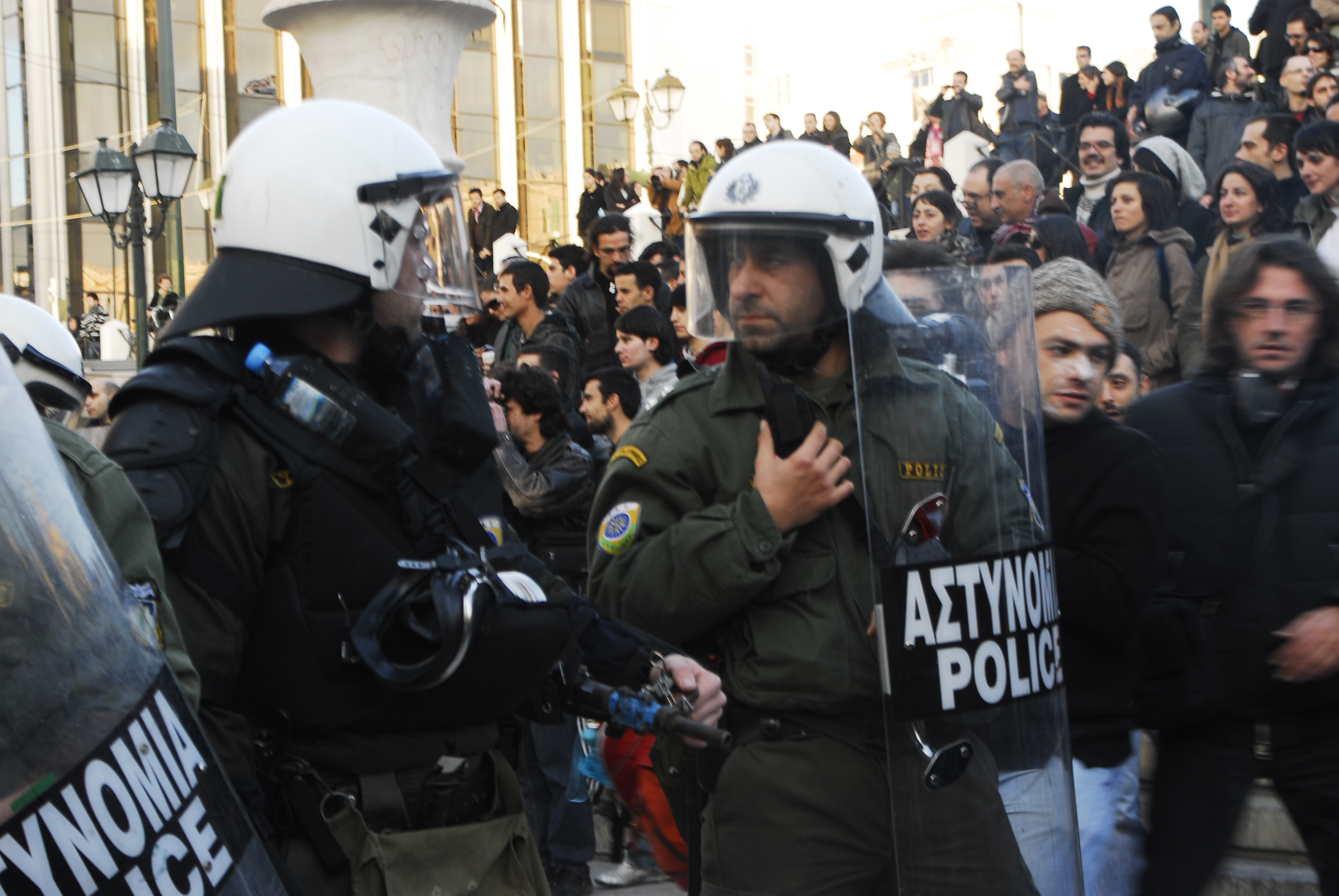 Foto di Valentina Perniciaro _ i M.A.T. schierati ad Atene, dicembre 2008_