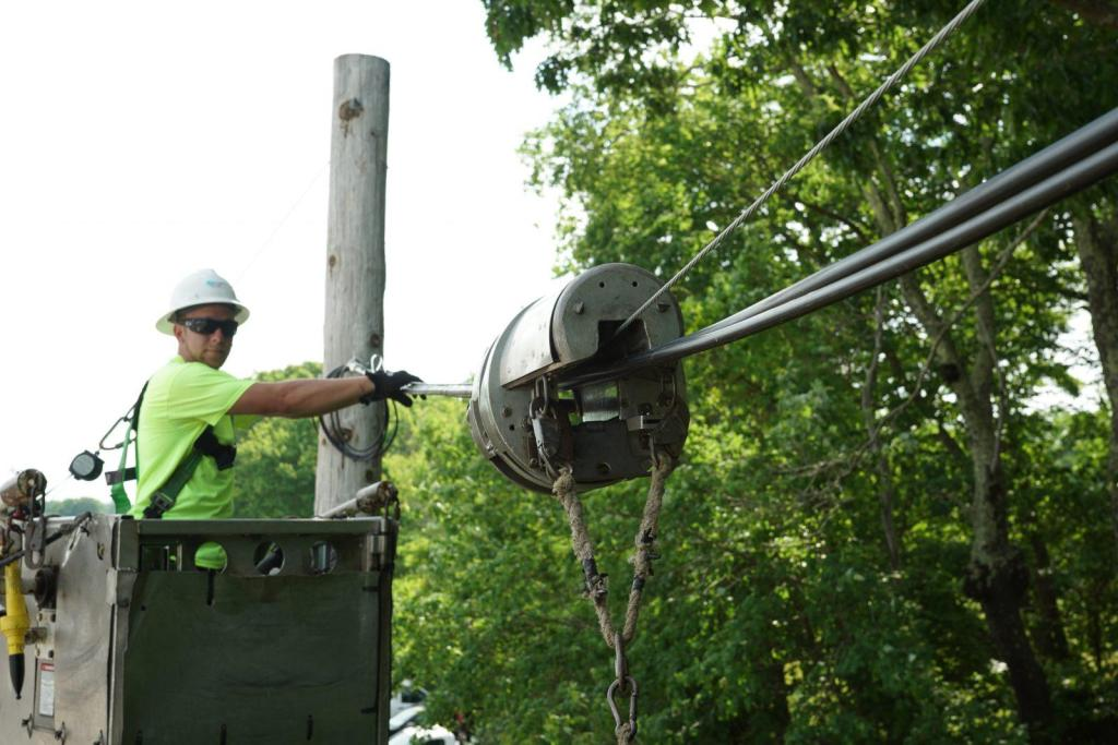 Aerial Cable Construction Lineman Broadband Access Services