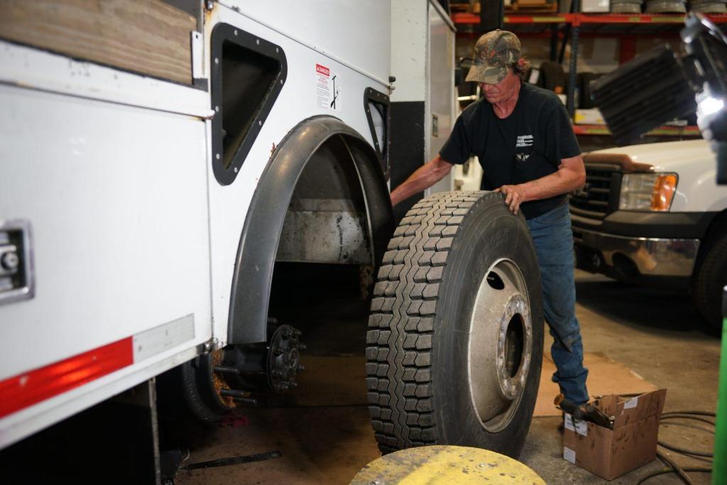 Andrew Fleet Management Vehicle Tire Mechanic