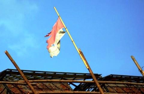 Bendera Indonesia lusuh