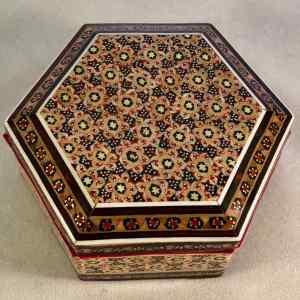 Hexagonale Schmuck-Schatulle im persischen Khatam-Stil