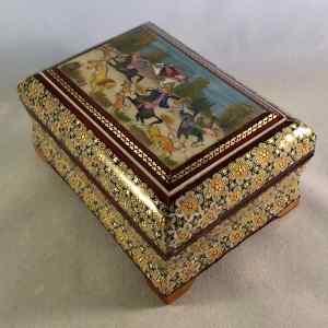 Schmuck-Schatulle im persischen Khatam-Stil mit Jagdszene auf dem Deckel