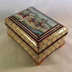 Schmuck-Schatulle im persischen Khatam-Stil mit Polospieler-Motiv auf dem Deckel