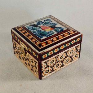 Persische Schmuck-Schatulle verziert mit einem Vögelchen